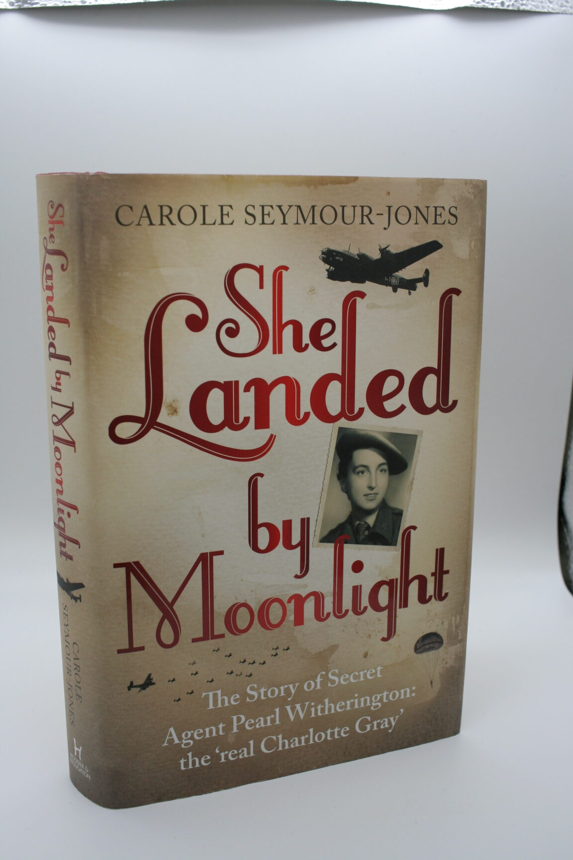 She Landed by Moonlight: The Real Charlotte Gray - Carole Seymour-Jones